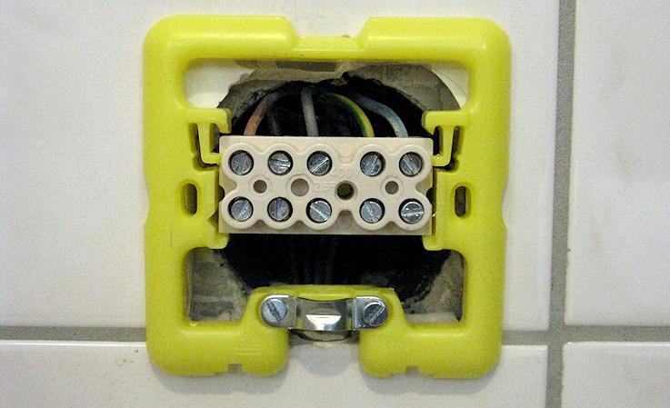 Guida impianto e collegamenti elettrici forum piano for Presa schuko collegamento cavi